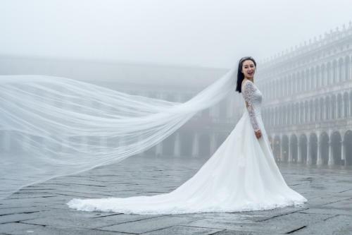 Braut auf der Piazza San Marco