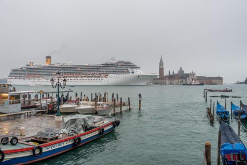 Kreuzfahrtschiff Costa Mediteranea vor San Giorgio Maggiore