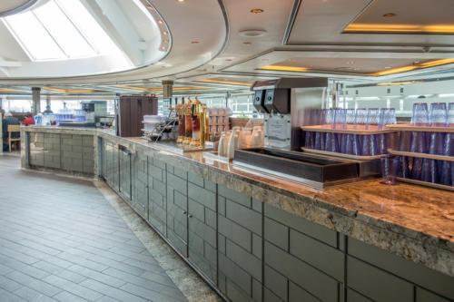 Coral Princess: Getränkestation im Horizon Court Buffet-Restaurant: Wasser, Eis, geeister Tee, Teebeutel, heiß Wasser, Kaffee, Limonade