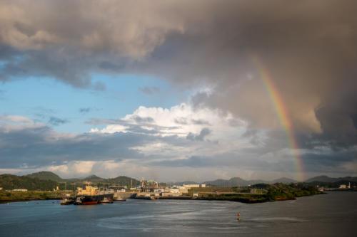 Panamakanal: Vor der Miraflores-Schleuse